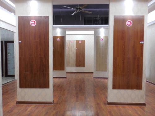 木地板展示厅,多达数十款的木地板样式